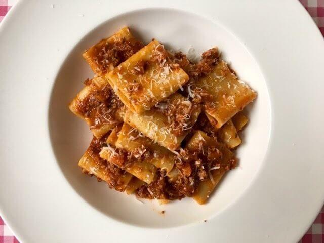 Paccheri | Luxe pasta met een heerlijk Italiaanse vleessaus | Ragu | Het lekkerste recept vind je op Alles Over Italiaans Eten