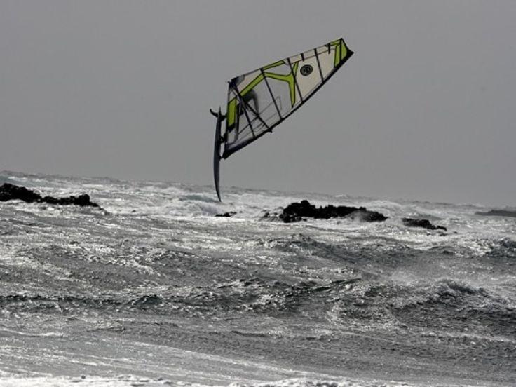 Photos et fonds d'écran - Planche à voile: http://wallpapic.fr/sport/planche-a-voile/wallpaper-7415