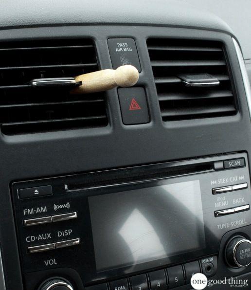 3 techniques pour que l'intérieur de votre voiture sente trop bon ! noté 3.8 - 5 votes Depuis plusieurs mois, nous sommes complètement fans de l'idée de mettre des sachets de thé dans nos voitures pour les désodoriser. Cette technique simple permet de supprimer les mauvaises odeurs et en plus, cela coûte trois fois rien et on...