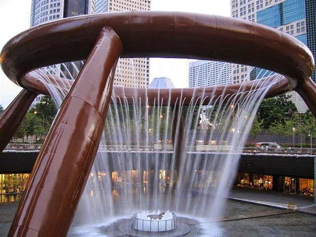 The Fountain of Wealth Singapore terdaftar oleh Guinness Book of Records pada tahun 1998 sebagai air mancur terbesar di dunia. Bangunan ini terletak di salah satu pusat perbelanjaan terbesar di Singapura, Suntec City. Selama periode tertentu dalam sehari, air mancur dimatikan dan pengunjung dapat berjalan di sekitar air mancur Mini ke pusat dasar air mancur untuk mengumpulkan koin untuk keberuntungan. Pada malam hari, disekitar air mancur diset agar memberikan pertunjukan laser yang…