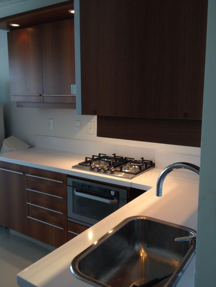 Muebles nogal brianza y silestone blanco cocinas - Muebles nogal yecla ...