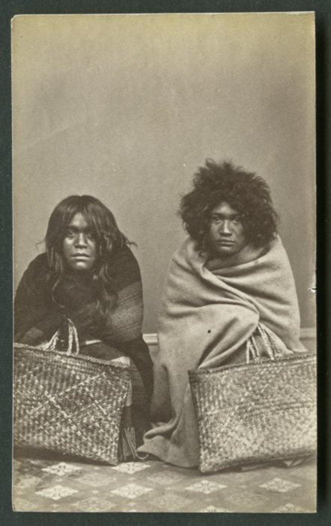 American Photo Company (Auckland) fl 1870s : [Maori portrait group - Women]