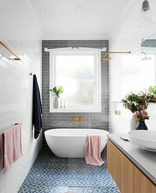 Pretty love the window near the tub