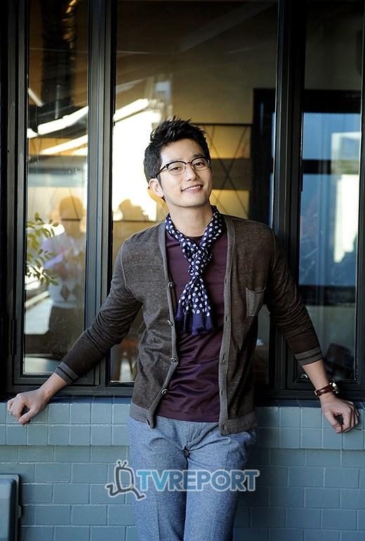 park shi hoo -- love him in glasses!