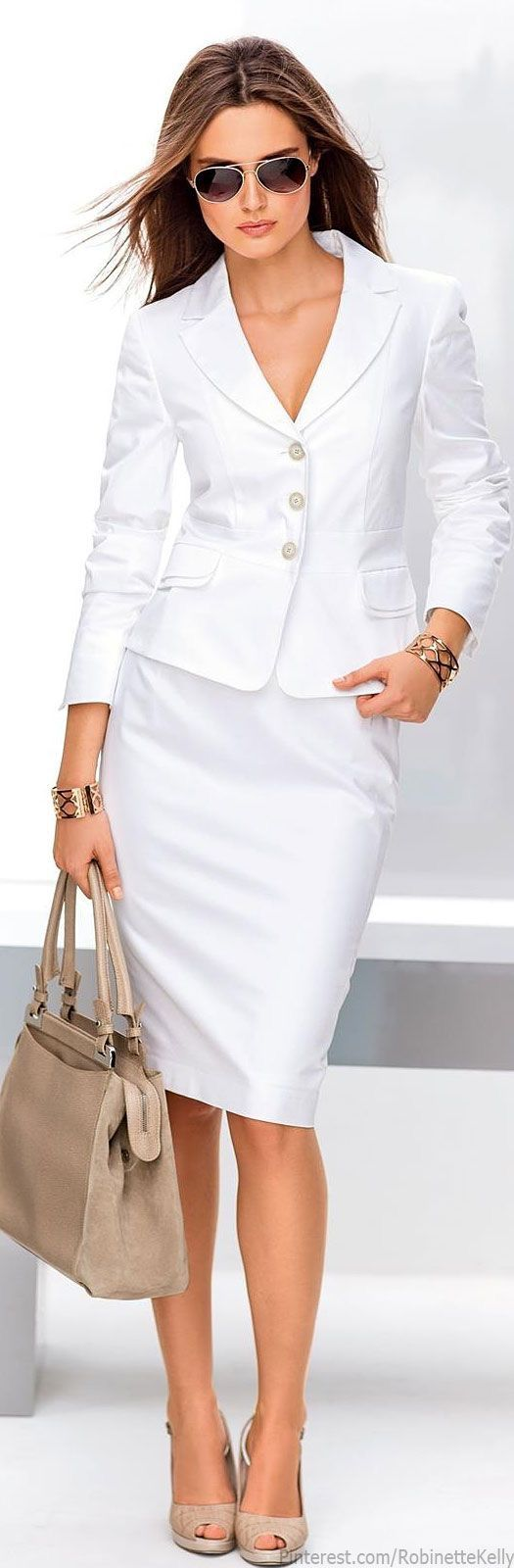 Perfect white suit and beige accessories.