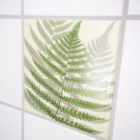 Fern art tile sticker. Go botanic in your kitchen 👍 #tileart #decor #tiles #fliser #flisepynt #nordichome #nordicdesign #fern #bregne #botanic #interior