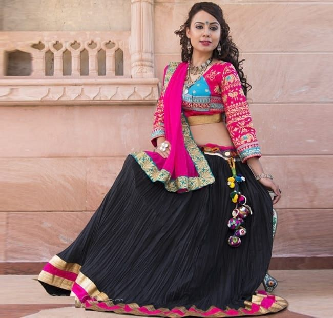 d634a3ff1b 31 New Navratri Chaniya Choli Designs to Try in 2017 | 9 ratri! | Choli  designs, Garba chaniya choli, Navratri dress
