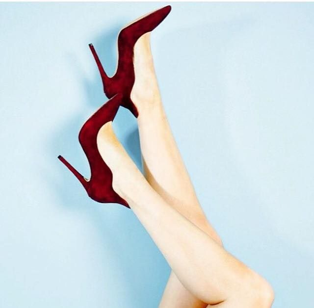All you need for a Christmas look... #siderstores #pumps#bordeaux #XmasWishes #heels #christmas#shoes