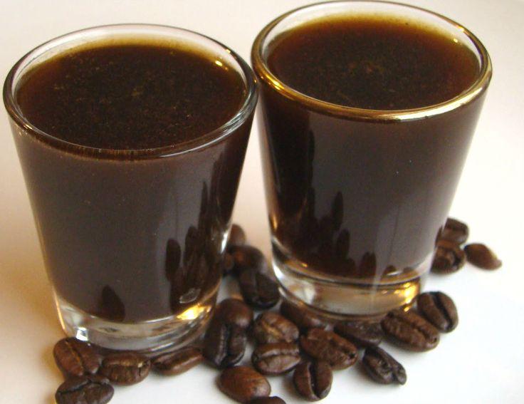 Questo corroborante #liquore dal gusto intenso di #caffè viene preparato in molte zone d'Italia; questa è una ricetta campana.