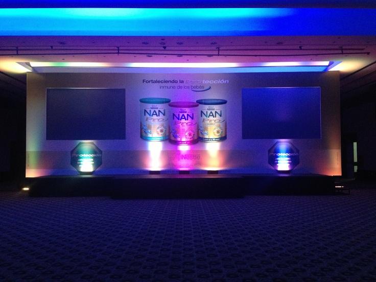 Escenario Lanzamiento Nestlé, Leche Nan. Decoración, Video, Sonido, Iluminación, Backing 12.00 x 4.00 mts, Doble Retroproyección de Video, Pantallas de 3.00 x 2.00 mts. Hotel Eurobuilding Caracas.