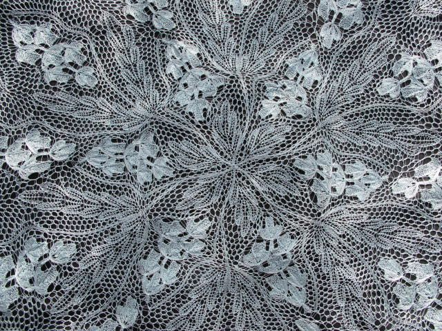 [Herbert Niebling was the designer --JP] lacefreak's Goldregen is one incredible shawl