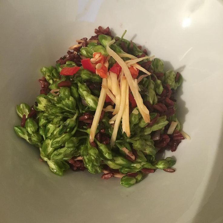 The non authentic dok khachorn stir fry with young ginger and the fassfull rice berry rice ����#thaifood #thaicooking #thaicuisine #food #cooking #vegan #yup actually vegan http://w3food.com/ipost/1509677437575146962/?code=BTzc6GAFq3S