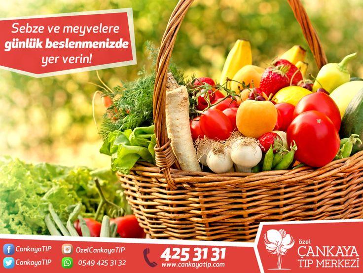 Sebze ve meyvelere günlük beslenmenizde yer vererek; kalp-damar hastalıklarına karşı korunabilirsiniz. Günde 3-4 porsiyon meyve, 2 porsiyon sebze günlük posa ihtiyacınızı karşılayabilir. Beslenme ve Diyet Polikliniği  ➨ Uzm. Dyt. Fadime Gül ALKAYA #sağlıklıyaşam #diyet #beslenme