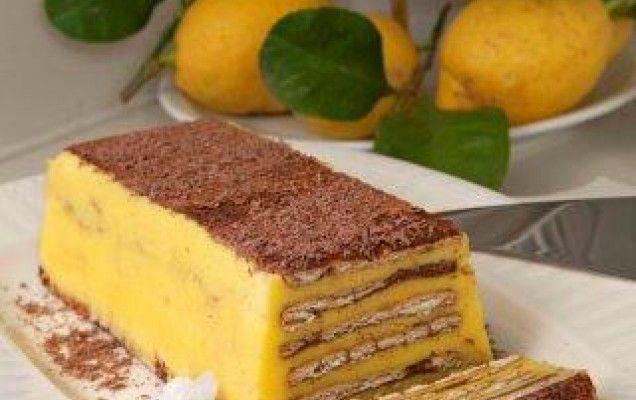 Γλυκό ψυγείου με μπισκότα, κρέμα και άρωμα λεμονιού