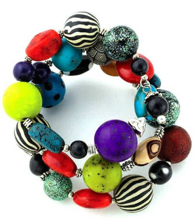 4 laps Bracelet with stones of different colors and texture, lightweight and convenient to use with any dress