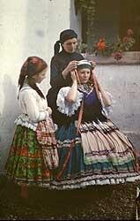 Hungarian folk costume from Sárköz region / Sárközi népviselet