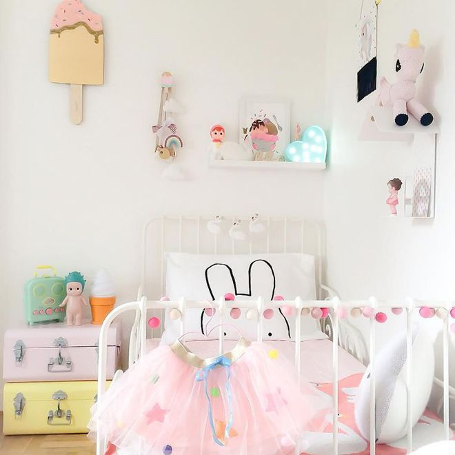 Pretty pastels and girly decor for a little girl #kidsrooms