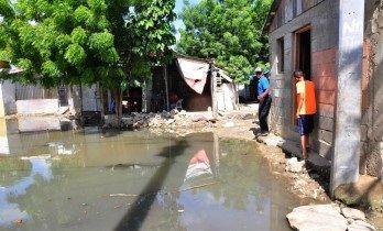 El Desbordamiento De Una Cloaca Inunda 18 Viviendas En Santiago