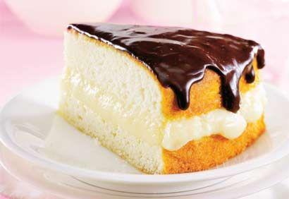 Gâteau Boston léger et crème pâtissière avec glaçage au chocolat