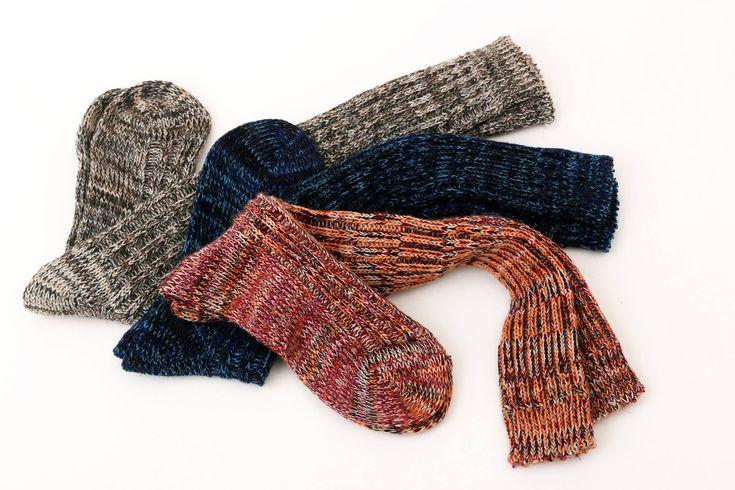 Produzione calze da uomo made in Italy Potrebbero essere classificate solo come un dettaglio ma c'è sempre un momento in cui anche i dettagli fanno la differenza, è il caso delle calze da uomo, confezionate con filati di qualità, oggi hanno guadagnato terreno anche in Italia