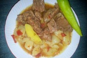 Mancarica ungureasca de cartofi cu vitel din Carte de bucate, Mancaruri. Specific Romania. Cum sa faci Mancarica ungureasca de cartofi cu vitel