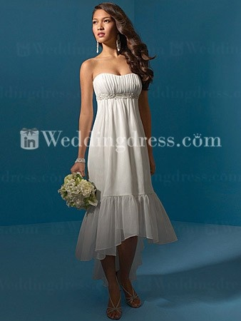 One day I hope Wade and I can renew our vows on the beach and I'd love to wear a simple dress kind of like this.
