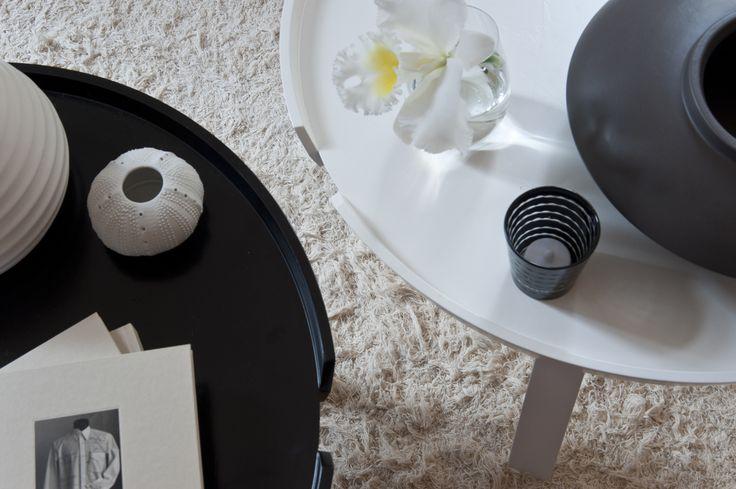 Mesas Arhus en blanco y negro. #solsken  www.solsken.com.ar