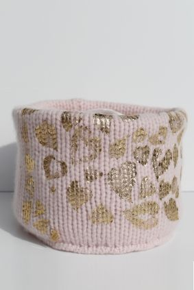 Pure cashmere neckwarmer with gold hearts animalier. made in italy, available on www.bertonilemaglie.it