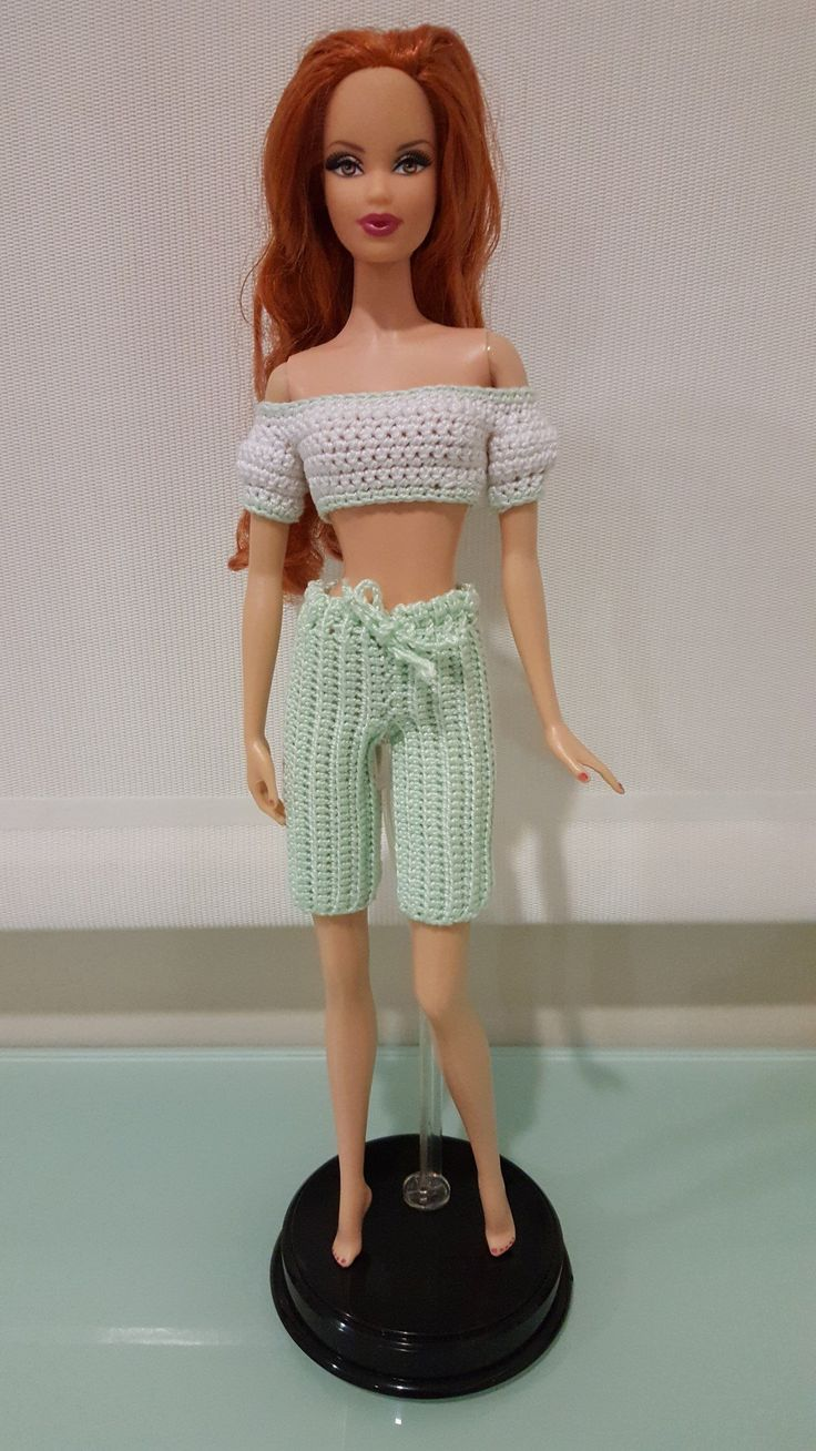 This hub is a free crochet pattern for Barbie Bermuda Shorts. It also includes a bonus pattern for the cropped top, which was previously done for a Pullip doll.