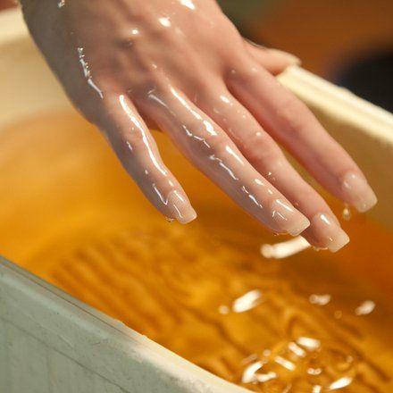 Идельная кожа рук после домашнего сеанса парафинотерапии