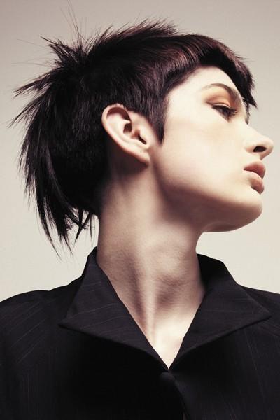Snygg kort frisyr med undercut