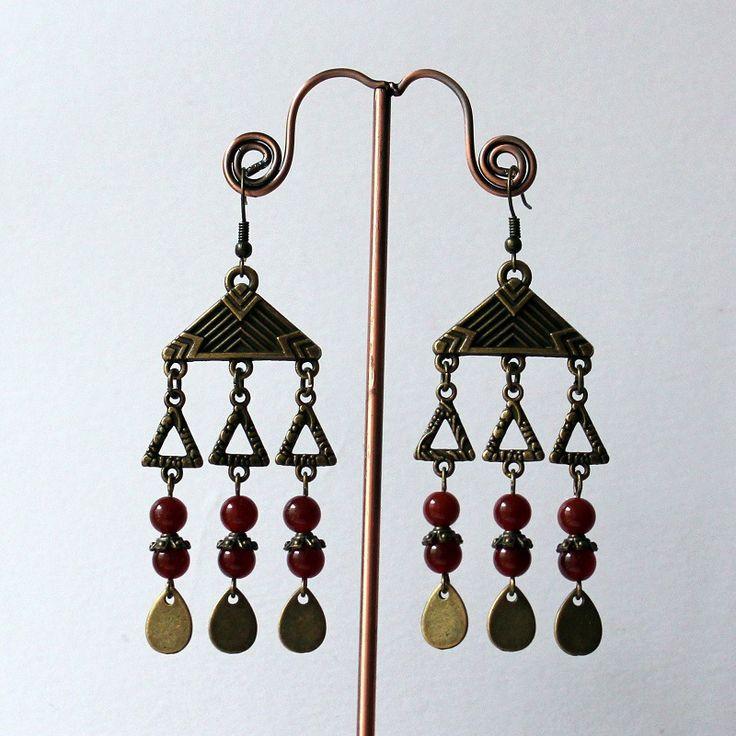 Boucles d'oreilles ethniques en métal de couleur bronze ,pierre de gemme pierre cornaline rouge : Boucles d'oreille par mystee-creations