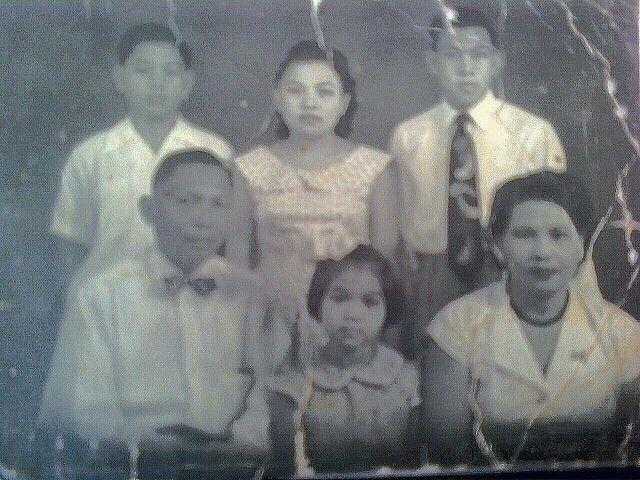 my mom , her parents n her bros n sist.
