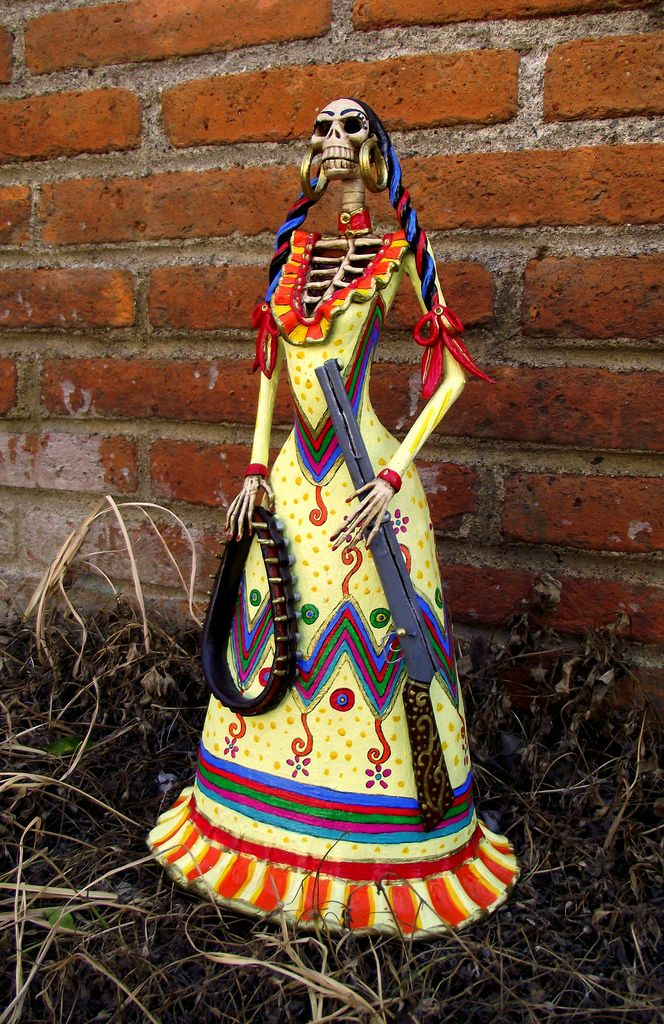 Catrina revolucionaria de 45 cm. muy bien detallada, en barro y acrilico.  Helena Nares. dark.angel.helena@gmail.com  SOLD/VENDIDA