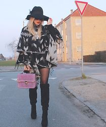Joicy  Muniz - Forever 21 Hat, H&M Poncho, Primark Necklace, Produção Skirt, Ocean Jeans Bag, Scoop Boots - Copenhagen Streets