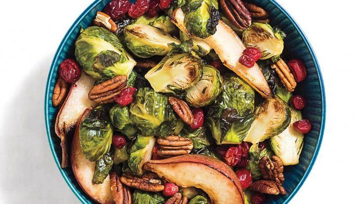 Egy igazán ütős zöldség-gyümölcs kombó! Hozzávalók 4 személyre: ½ kg kelbimbó, megpucolva, félbe vágva ½ kg hámozatlan friss körte, felszeletelve 30 g nyers pekándió 120 g friss vagy fagyasztott vörösáfonya tengeri só, fekete bors ízlés szerint 3...