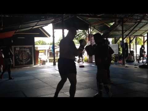 Školení a zdokonalování muay thai boxing v Thailand