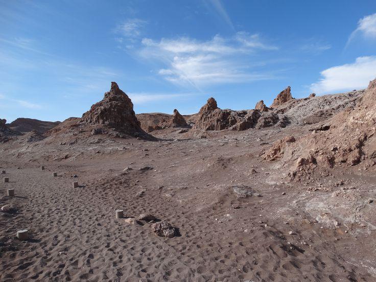 Schichtrippen im Tal des Todes (Valle de la Muerte). Das Tal des Todes zählt zum Valle de la Luna.  Das Valle de la Luna wiederum zählt wiederum mit zur Codrillera de la Sal.