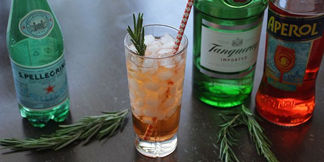 Drinken indeholder gin, Aperol og danskvand