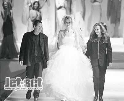 1997:hace su primera colección de novias
