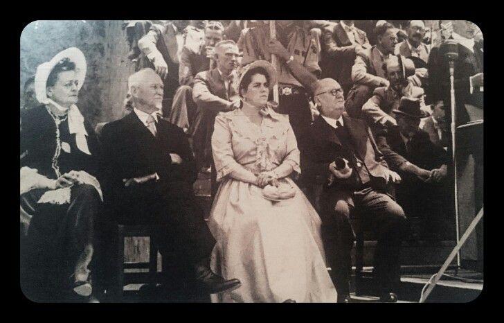 Dr E G Jansen aan die woord met opening- 16 Desember 1949