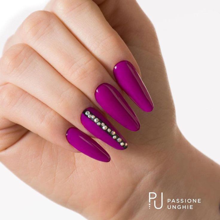 #PurpleRain #PoisonBlack #OpticalSilver   #Swarovski #AuroreBoreale #Cristalli  #nail #nails #fashion #viola #purple #uñas #nails   #lusso #luxurynails #beautifulnails #astratto #abstract  #passioneunghieofficial