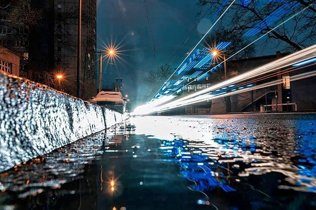 Cold streaks reflecting fast past the melting snow. . . . . #neverstopexploring #longexposure_shots #agameoftones #night_shooterz #ig_masterpiece #snowshot #magicpict #ig_nightphotography #astrophotography #splendid_xposure #icu_architecture #s8plus #creative_architecture #arkiromantix #tv_architectural #archimasters #excellent_structure #arquitecturamx #diagonal_symmetry #lookingup_architecture #unlimitedcities #ig_deutschland #foolhardyphotography  #foolhardyphotography #leipzigcity…