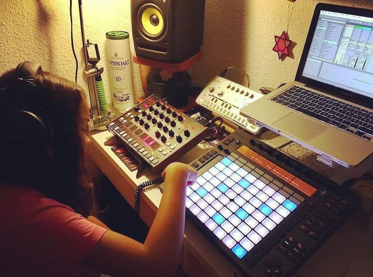 #Repost @ellpierro  too much hairs vs. too much synths     KOSMO double stand for Akai Rhythm Wolf & Ableton Push http://ift.tt/2hxcKjC    #daughter #daughterslove #theoneandonly #ableton #abletonlive #abletonelive9 #abletonpush #acid303 #303 #cyclonett303 #focusritescarlett #krkrokit #krkrokit5 #zaor #akai #akairhythmwolf #laphroaig #beyerdynamicdt770pro #cremacaffedesign #kosmostand