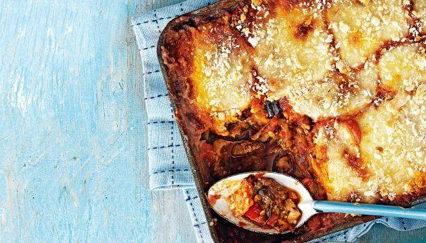Ψητές μελιτζάνες, κολοκυθάκια και πιπεριές με σάλτσα ντομάτας στο φούρνο