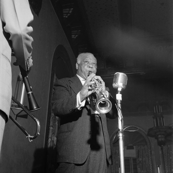 "Sidney Bechet's ""Summertime"" was a hit for Blue Note in 1939 & kept the label alive in its 1st year #BlueNote75 https://itunes.apple.com/us/album/the-best-of-sidney-bechet/id723524651"