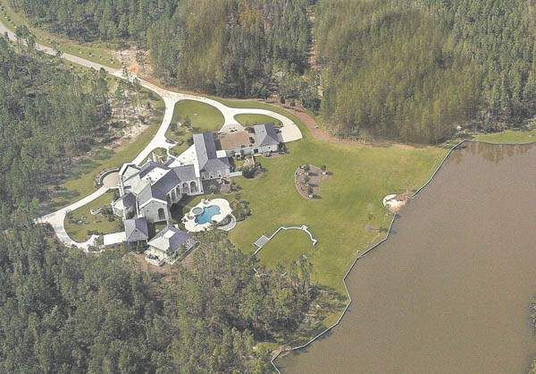Brett Favre S House In Mississippi Favre S Figure Looms
