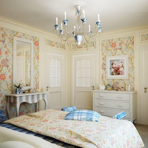 Обои с цветочным мотивом в интерьере спальни