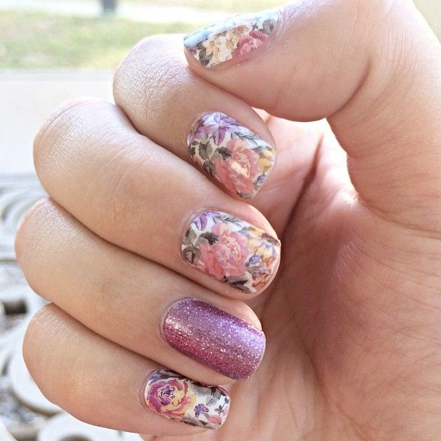 A touch of vintage, a tough of sparkle! Memory Lane paired with Pixie! Jamberry Nails,floral, vintage, sparkle,glitter, pink, diy nails, nail art, floral nails, manicure. Toxin free nails! katiefonte.jamberrynails.net
