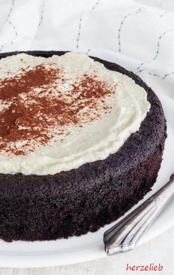 Guinness Kuchen mit einem frischen Zitronen-Frosting. Beide Rezepte sind leicht nachzumachen.